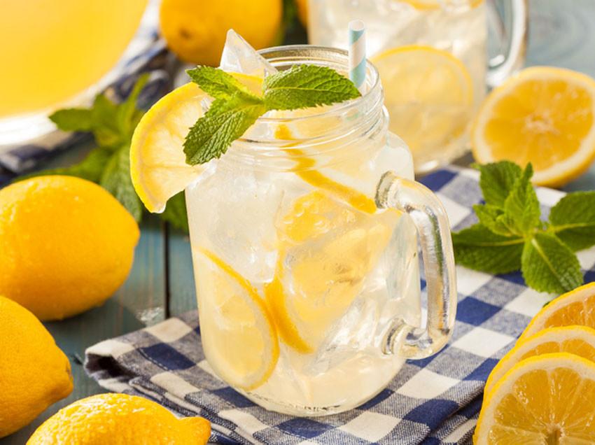 04.17.15-Homemade-Lemonade-850x636